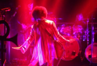prince-in-dubai-autism-rocks-red